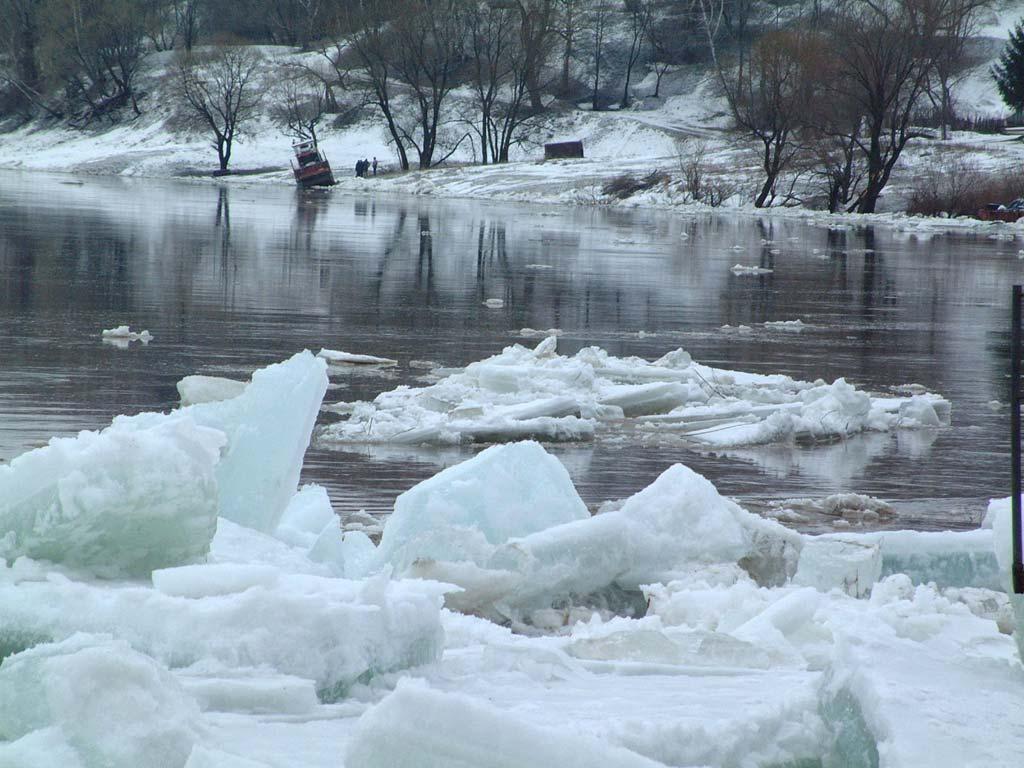 В Пермском крае паводок привёл к затоплению моста