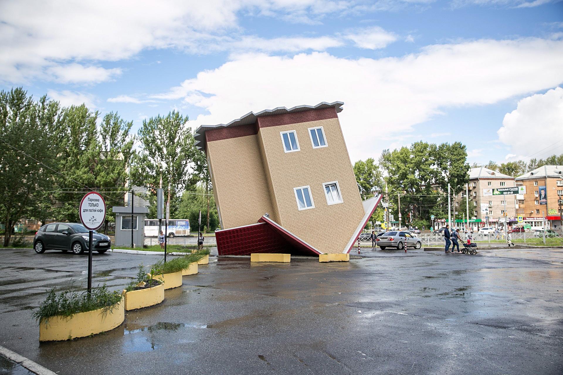 Дом вверх дном представили в Перми