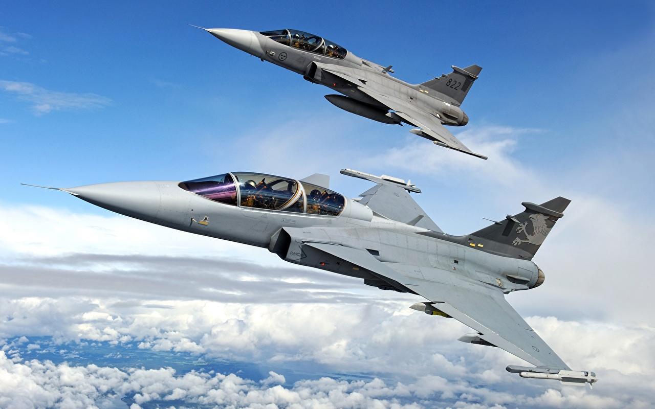 В пермском небе прошли учения истребителей и бомбардировщиков