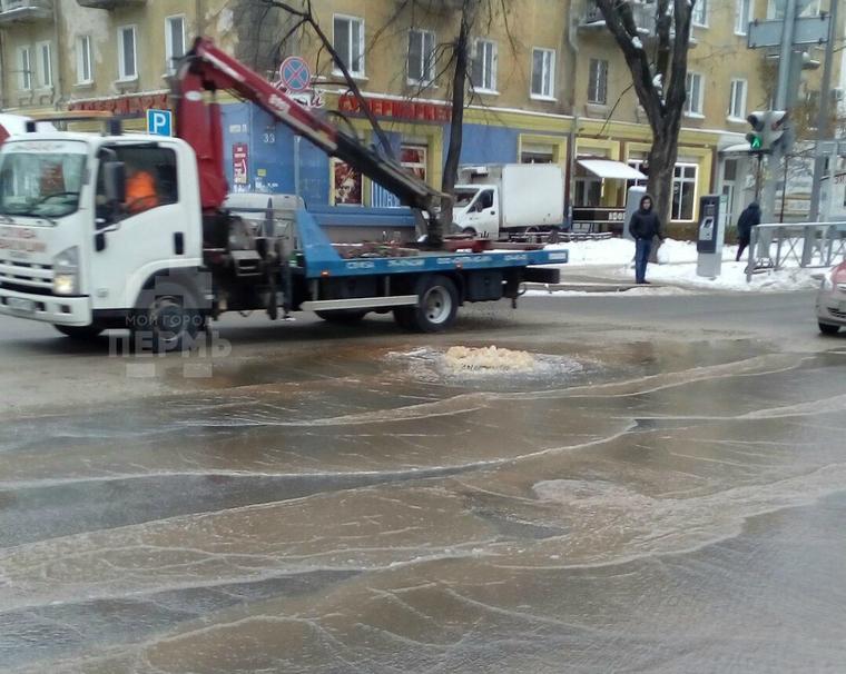В Мотовилихинском районе затопило трамвайные пути