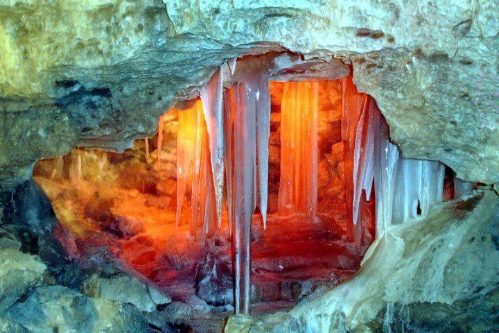 Кунгурская ледяная пещера пополнилась новыми ледовыми скульптурами