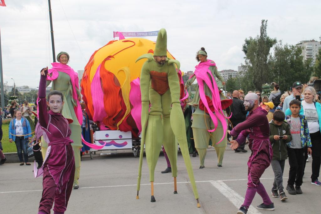 Парад уличных театров прошёл в Перми