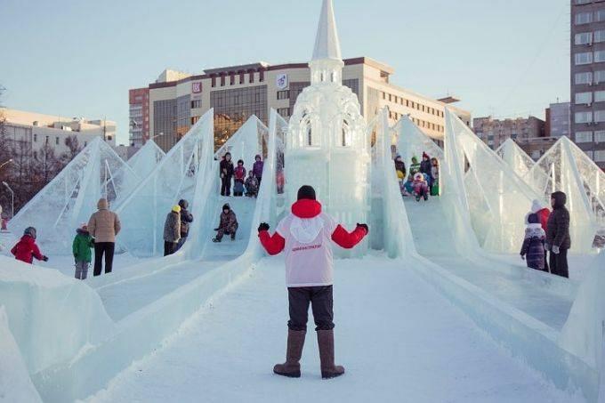 Строительство ледового городка в Перми подходит к концу