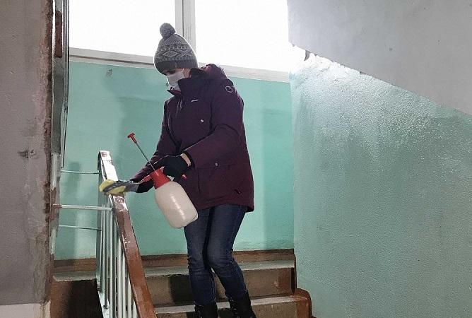 В Прикамье дезинфицируют подъезды