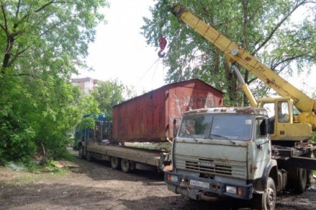 В Перми начали демонтаж гаражей на месте будущего строительства детской поликлиники